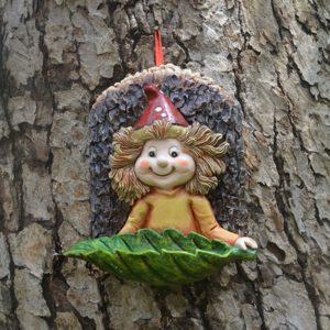 Niedlicher Elf als Gartendeko