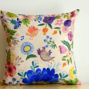 Buntes Kissen Vögel und Blumen